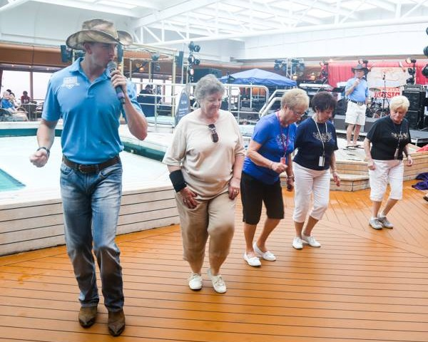 Country-Music-Cruise-600x480
