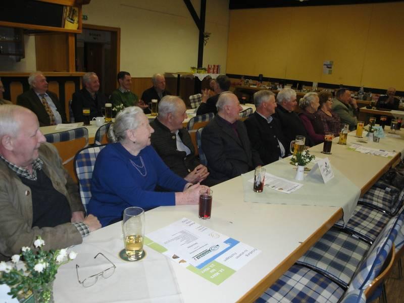 Jahreshauptversammlung mit Tombola (10).jpg
