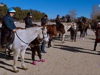 España Directo nos visita en nuestra actividad de Hipoterapia (Pony Club La Moraleja)