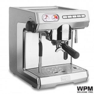 WPM 半自動咖啡機, 雙電熱板, 出咖和打奶泡可同時進行.
