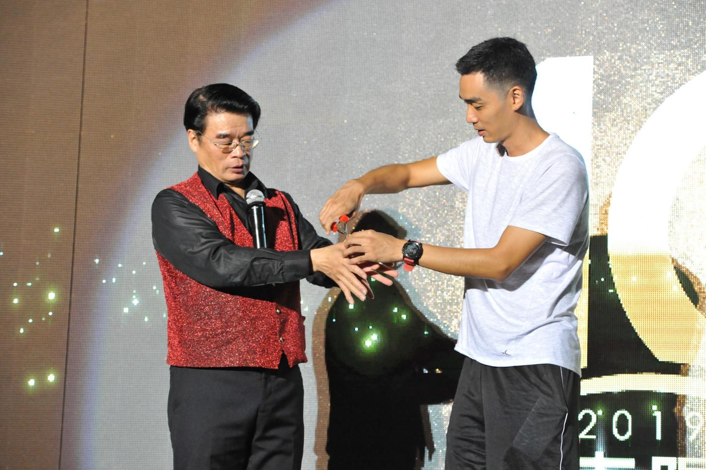第十屆國際魔術大賽 表演嘉賓 賭神羅賓