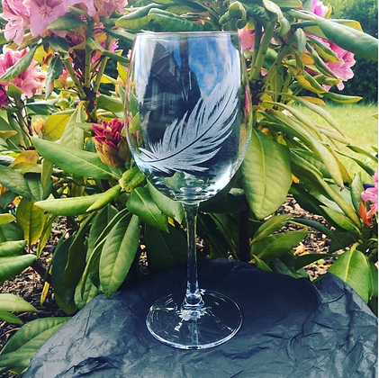 Feather engraved wine glass