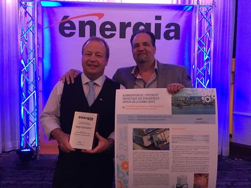 Éric Moreau de Cascades et François Legault de TGWT célèbrent le prix d'efficacité énergétique Énergia