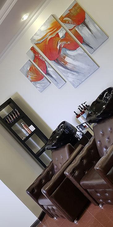 Маникюр, педикюр, наращивание и коррекция ногтей, косметологический уход, эстетическая, аппаратная, инъекционная косметология, массаж, физиотерпия, удаление татуажа и татуировок, лазерная косметология.