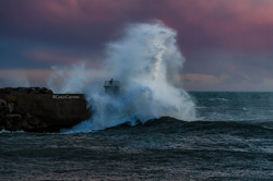 The magnetic charme of a stormy sea