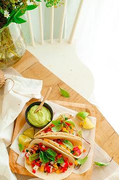 Taco's met surimi, mango en guacamole-3.
