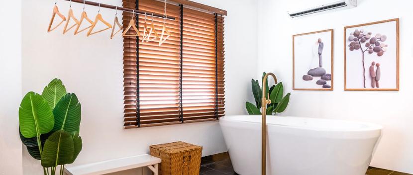 Penthouse Room Bathtub