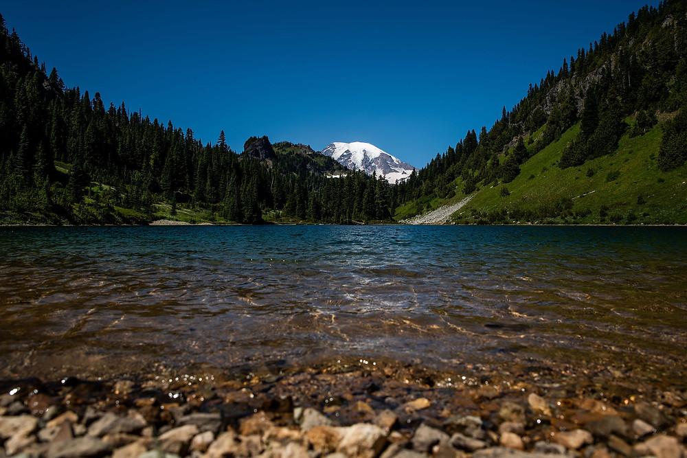 An alpine lake at Mount Rainier National Park