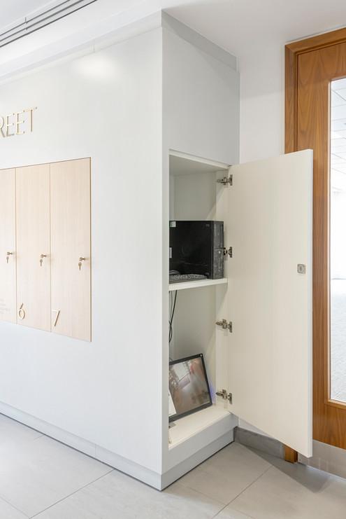 Ostermann Abet-Print 639 Grainwood Olmo Montano locker doors & built in storage unit