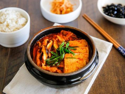 Kimchi Jjigae (김치찌개)