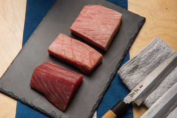 Tuna fillet with knife.jpg