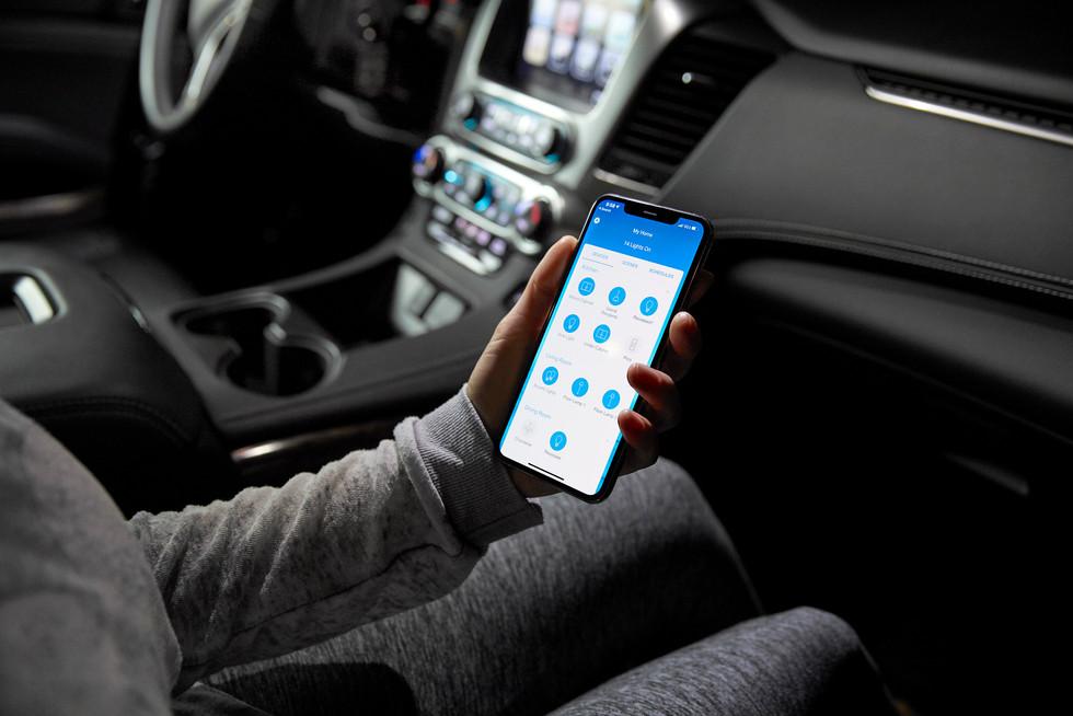 573A3694_app in car.jpg
