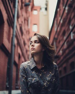 women-portrait-street-1080P-wallpaper-mi