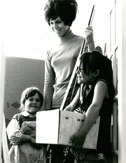 1972 Julie with Daughters