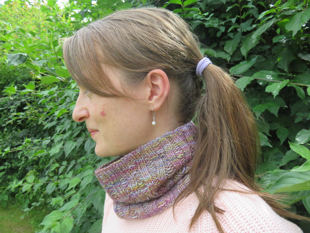 Erica Cowl Pattern in Knotions, October 2016