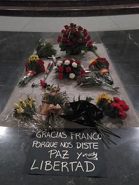 tumba Franco cartel pequena.jpg