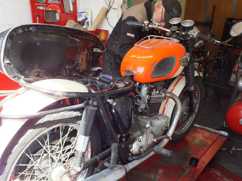 Triumph T120.jpg