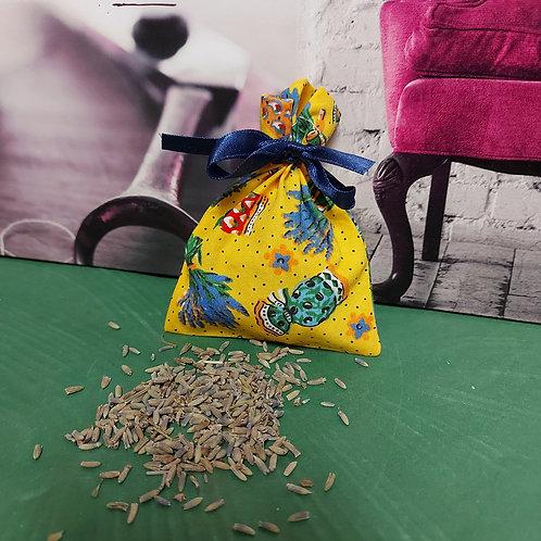 Handgemaakte zakjes gevuld met lavendel