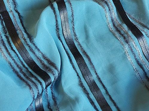 *Turquoise - Voile met leder en wol reepjes