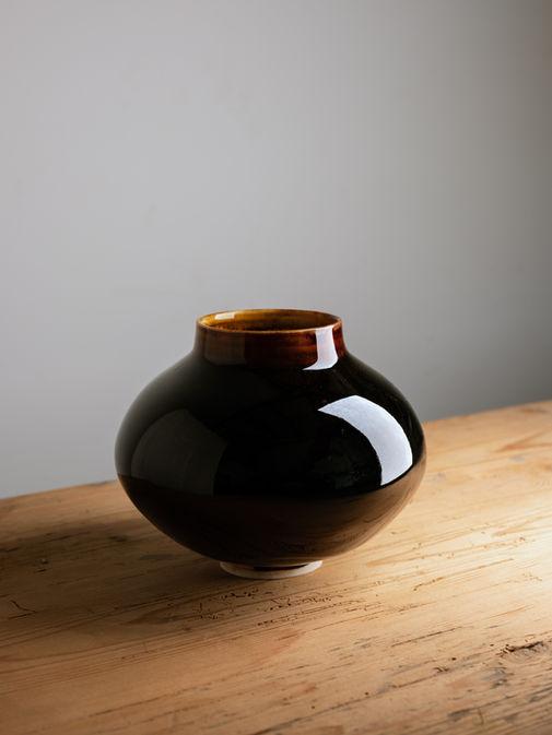 Moon jar. Porcelain. 17x20