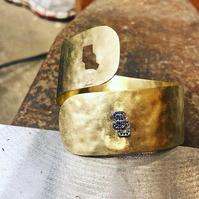 18KY Gold & Sapphire cuff bracelet