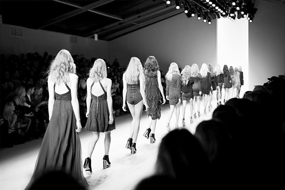 Pokaz mody awangardowej na Podhalu, wschodzącej i bardzo utalentowanej projektantki. Eklektyzm tej kolekcji daje wiele możliwości i właśnie dlatego pojawiło się wielu zainteresowanych   wynajem modelki, międzynarodowa agencja modelek i modeli Energy Models