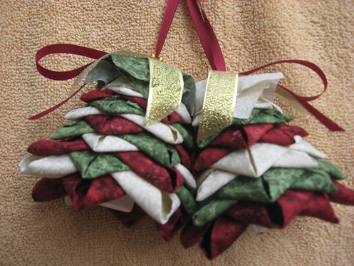 Folded fabric tree ornament pattern and kit. No- sew christmas ornament. Red, white and green xmas ornament.