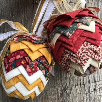 Christmas ornaments and Holiday craft decorations, Easter, 4th of July Patriotic, Valentines day, Ribbon of Hope (cancer awareness) crafts. Patterns, epatterns, and PDF Downloads. Quilt, quilted ornaments, no sewing, no sew. Balls, pinecone, wreath, heart,