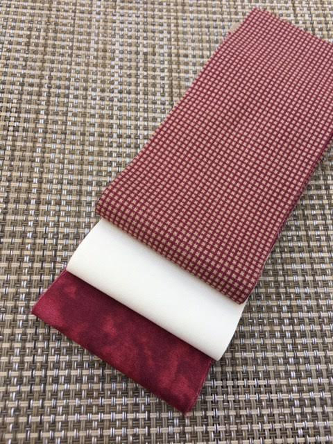 Fabric Mini Jelly Roll, Christmas colors,  Burgundy and Cream. 6 Strips of 2.5 inch batik fabric.