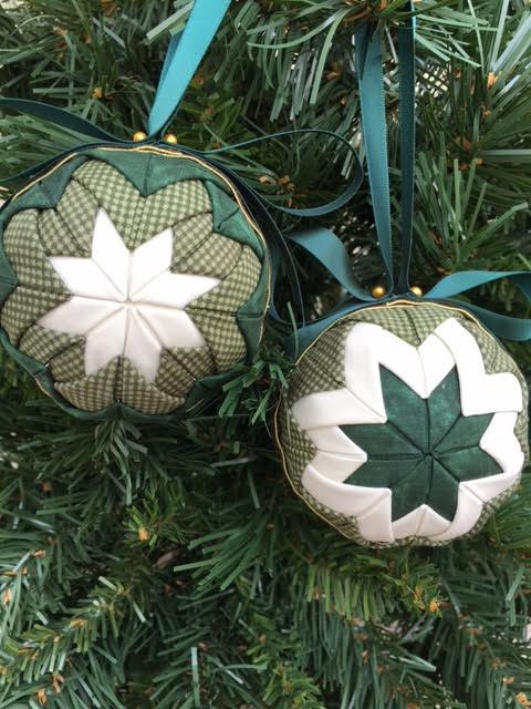 Folded Fabric No Sew Complete Christmas Ornament Kit.  Green and Cream Ball kit.