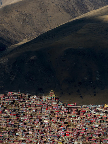 si04_shinyaitahana_house-of-tibetan-buddhist-nuns_03_web.jpg