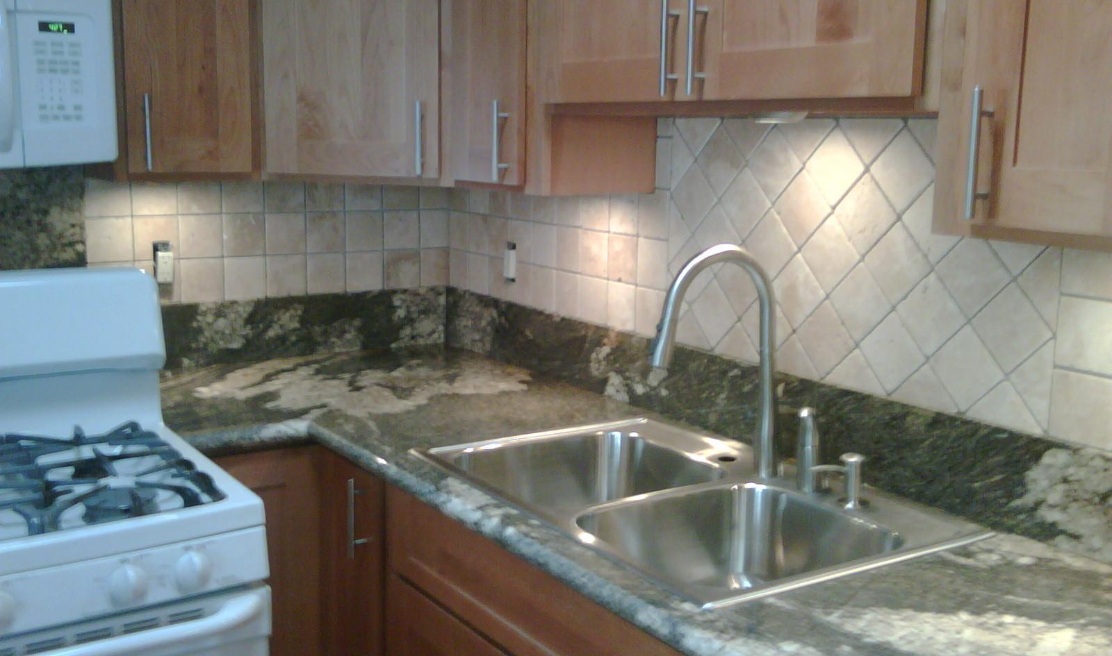 ahlo kitchen 2.jpg