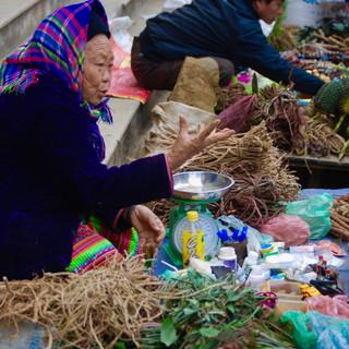 Sapa market selling