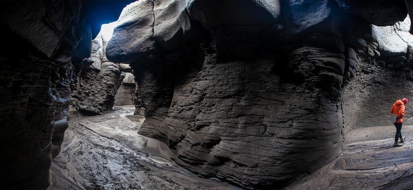 Отшлифованные лавовые уступы каньона