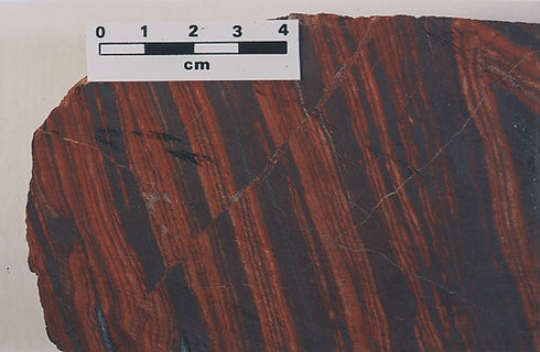 Detailed image of the mesobanding and microbanding between the chert and hematite layers in BIF.