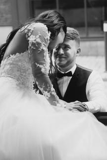 Встреча жениха и невесты. Свадебная фотосессия для двоих в лофт квартале. Фотограф Наталия Мужецкая