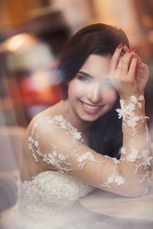 Красивый портрет невесты. Свадебная фотосессия для двоих в лофт квартале в Москве. Фотограф Наталия Мужецкая