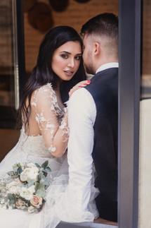 Портрет жениха и невесты. Свадебная фотосессия для двоих в лофт квартале в Москве. Фотограф Наталия Мужецкая