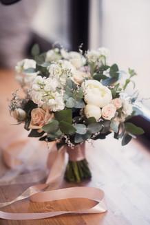 Букет невесты. Свадебная фотосессия для двоих в лофт квартале
