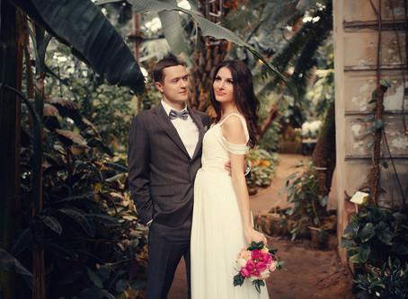 Свадебная фотосессия в аптекарском огороде - ботаническом саду в Москве