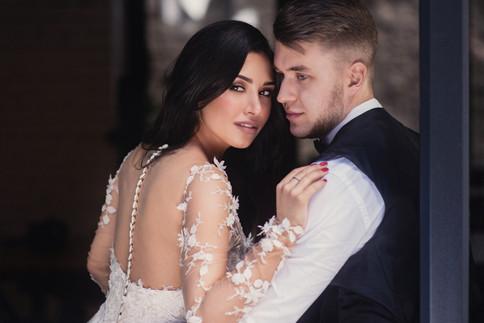 Свадебная фотосессия для двоих в лофт квартале в Москве. Фотограф Наталия Мужецкая
