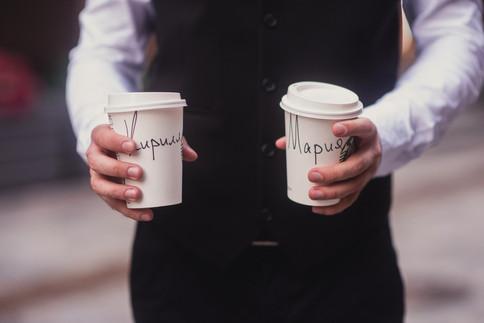 Жених и кофе. Свадебная фотосессия для двоих в лофт квартале. Фотограф Наталия Мужецкая