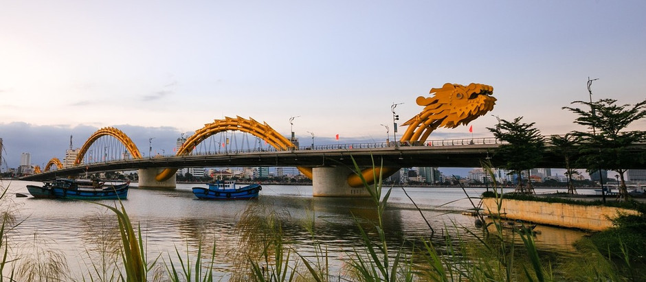 Puente del Dragón en Danang (Vietnam)