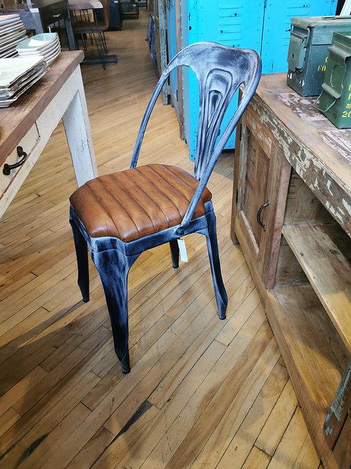 Chaise en métal et cuir