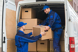 removalist unloading boxes