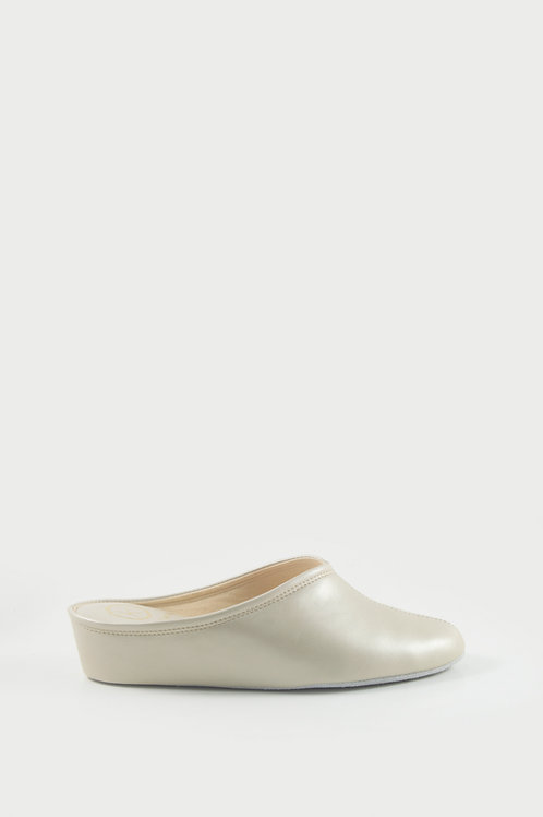 Ref. 4840 - Women's home slippers in champagne