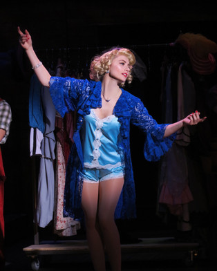 Lois Lane in Kiss Me, Kate - Credit: Suzanna Mars
