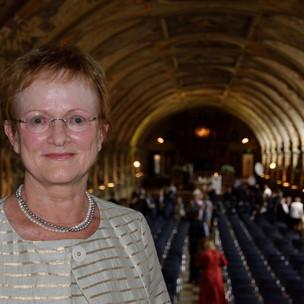 Frau Eitel im Antiquarium der Residenz