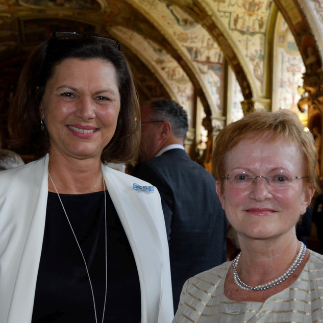 Landtags-      präsidentin Ilse Aigner und Frau Eitel
