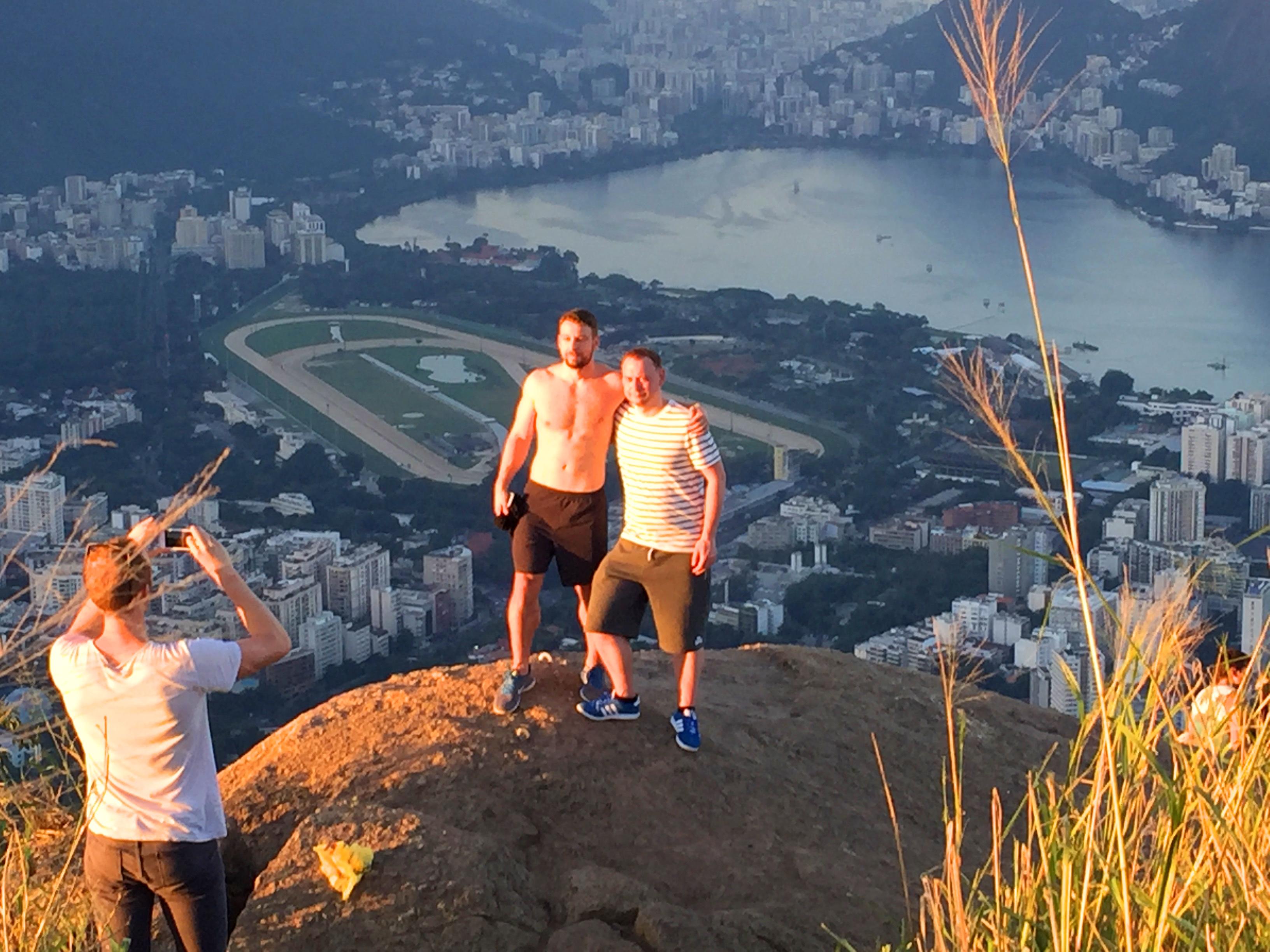 הליכה על  ההר של שני האחים